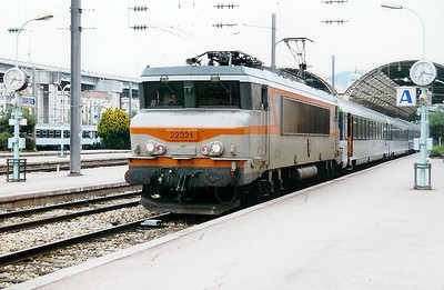 22321 at Nice Ville on 11th May 2001