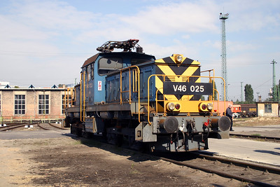 V46 025 at Budapest Ferencvaros Depot on 29th September 2004