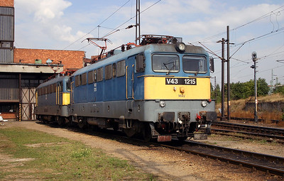 V43 1215 at Budapest Ferencvaros Depot on 29th September 2004