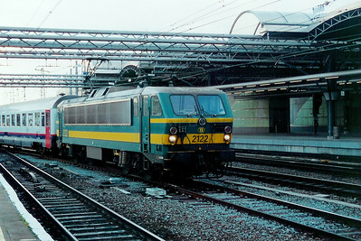 2122 at Brussels Midi on 23rd November 2001