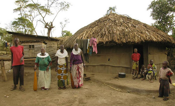 061008c Arusha - Masai family