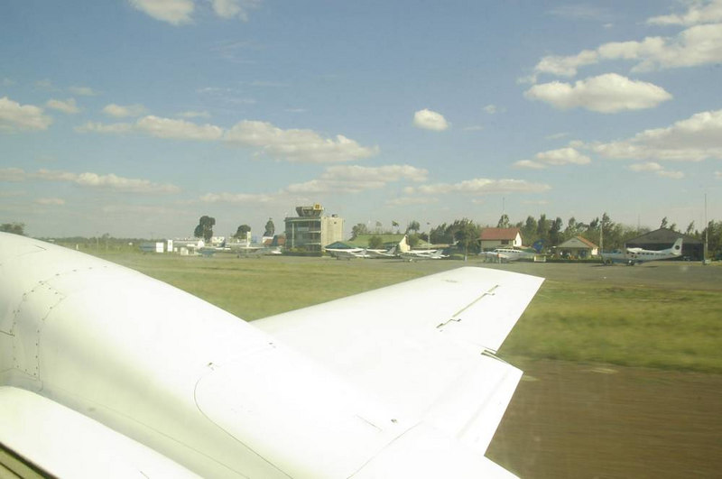 x_06 taxiing for take-off from Arusha