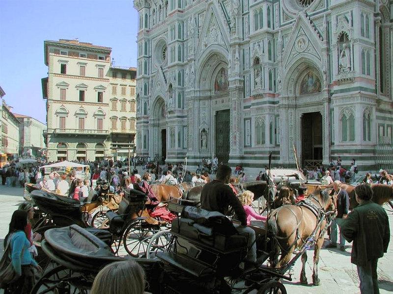 x-0478 Piazza San Giovanni swarming w_ tourists