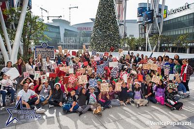 AEG's Season of Giving  @seasonofgiving #seasonofgiving #aeg #givingback  Photo by Venice Paparazzi