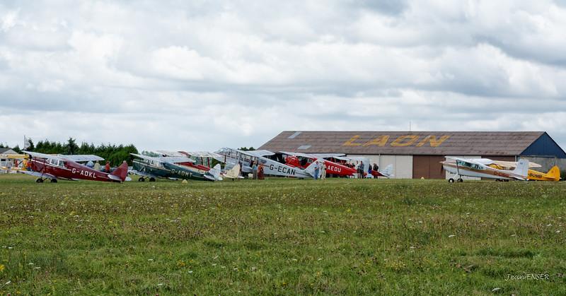 Visite de pilotes anglais sur avions de collection à Laon Chambry ( LFAF ) le 25 juillet 2009