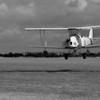 Décollage sur la 23 de Laon-Chambry (LFAF) du De Havilland DH. 82 Tiger Moth G-BPHR aux couleurs de la RAF<br /> Visite de pilotes anglais sur avions de collection à Laon le 25 juillet 2009