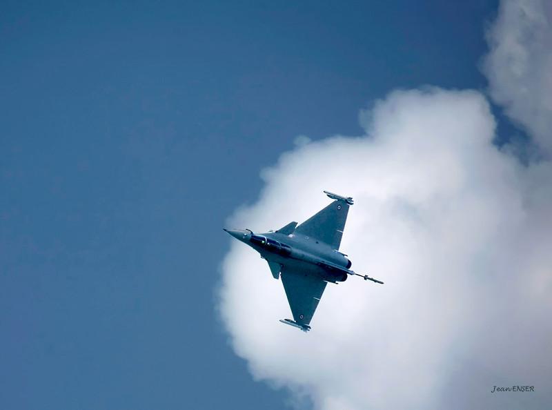 """Dassault """"Rafale"""" en démonstration<br /> Sur la Base 112 de Reims, le 28 juin 2009, lors du Meeting du Centenaire, une manifestation aérienne « historique » organisée pour commémorer les cent ans de la Grande Semaine d'Aviation de la Champagne, premier meeting international d'aviation de l'histoire"""