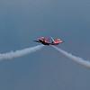 Croisement de deux BAe Hawk T.Mk1 de la Patrouille acrobatique de la RAF (Red Arrows).<br /> Sur la Base 112 de Reims, le 28 juin 2009, lors du Meeting du Centenaire, une manifestation aérienne « historique » organisée pour commémorer les cent ans de la Grande Semaine d'Aviation de la Champagne, premier meeting international d'aviation de l'histoire