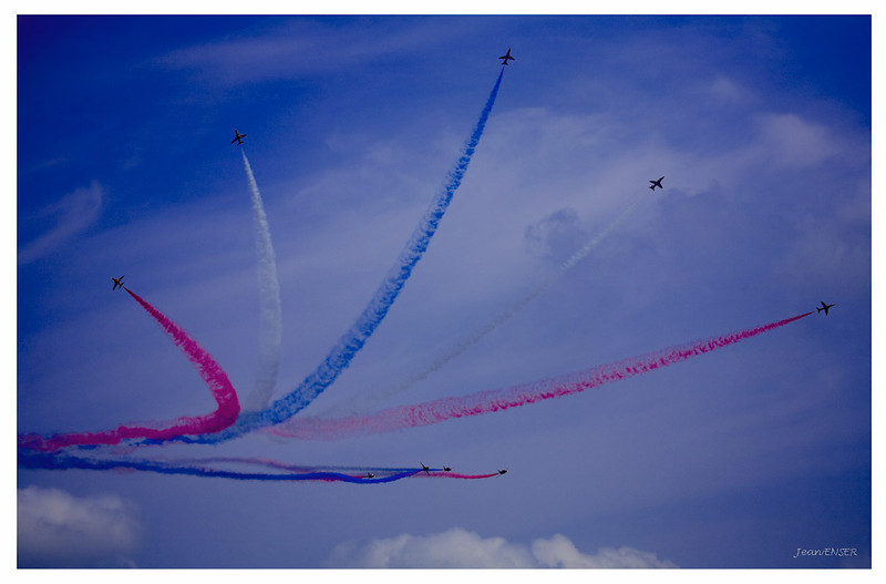 La Patrouille de France sur Alpha Jet<br /> Sur la Base 112 de Reims, le 28 juin 2009, lors du Meeting du Centenaire, une manifestation aérienne « historique » organisée pour commémorer les cent ans de la Grande Semaine d'Aviation de la Champagne, premier meeting international d'aviation de l'histoire