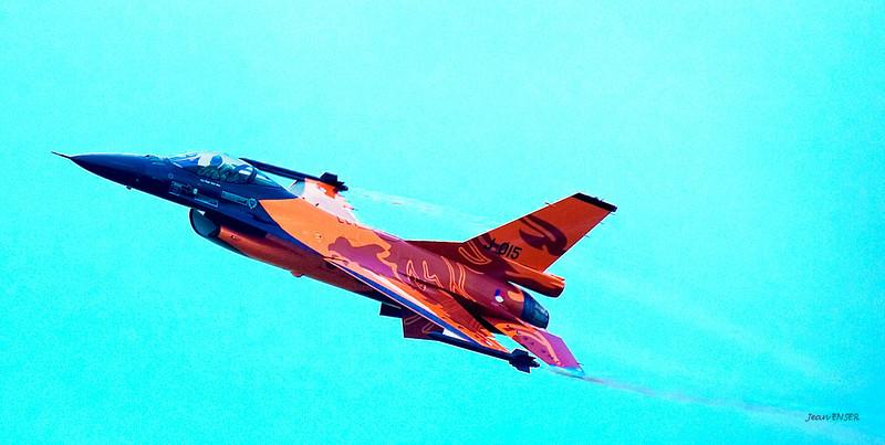 """Le """"Hollandais volant"""" sur General Dynamics F-16 Fighting Falcon<br /> Sur la Base 112 de Reims, le 28 juin 2009, lors du Meeting du Centenaire, une manifestation aérienne « historique » organisée pour commémorer les cent ans de la Grande Semaine d'Aviation de la Champagne, premier meeting international d'aviation de l'histoire"""
