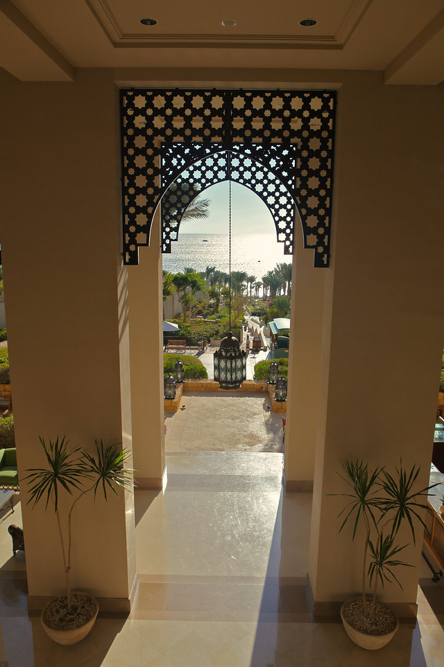 From the main lobby, you can see the Red Sea in front of the resort.