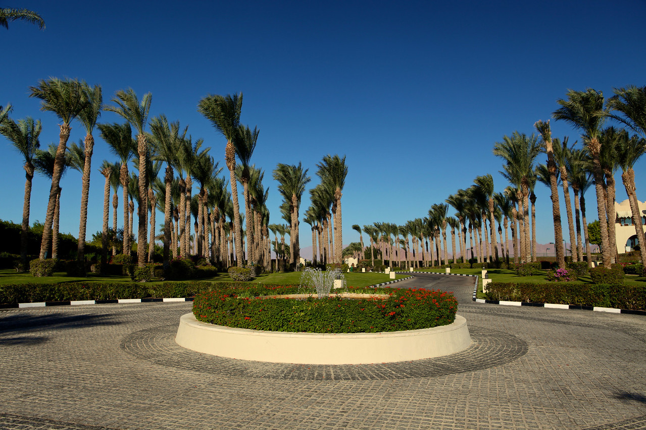 Entrance into the Four Seasons Resort.