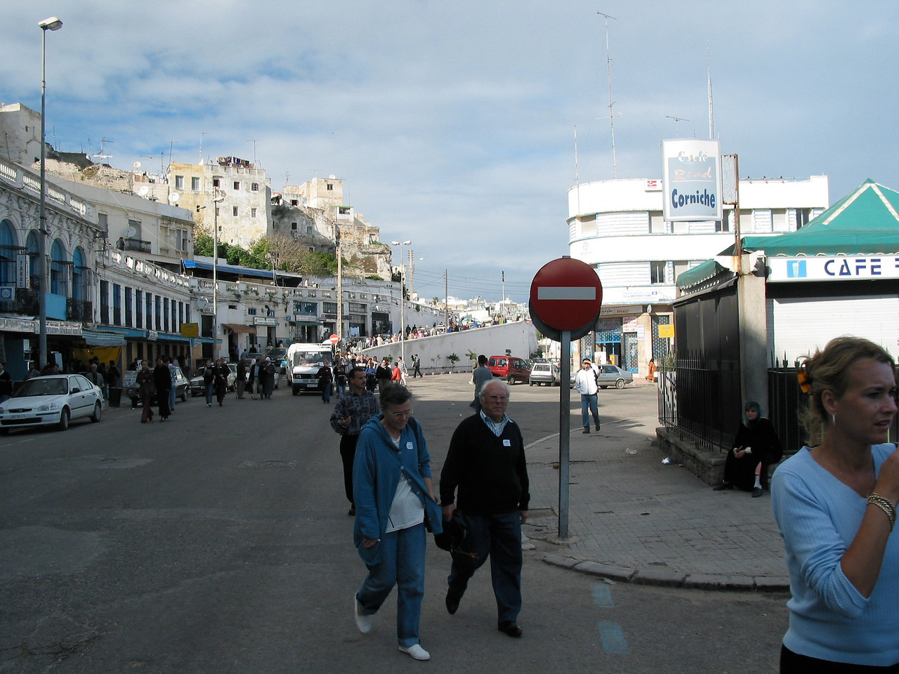 Since alot of the ferries leave the city at the same time, you'll often see a crush of people heading towards the port.