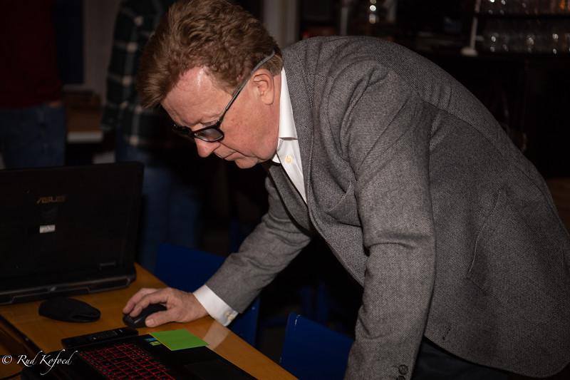 Kasserer Erik Møller-Madsen tjekker rigets tilstand før han skal aflevere årsrapporten