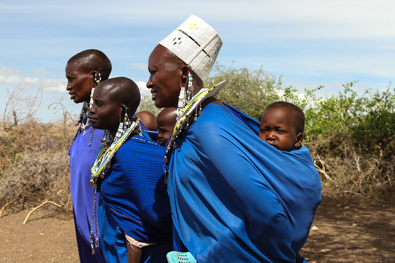 Masai mothers with children on backs - Serengeti-5389