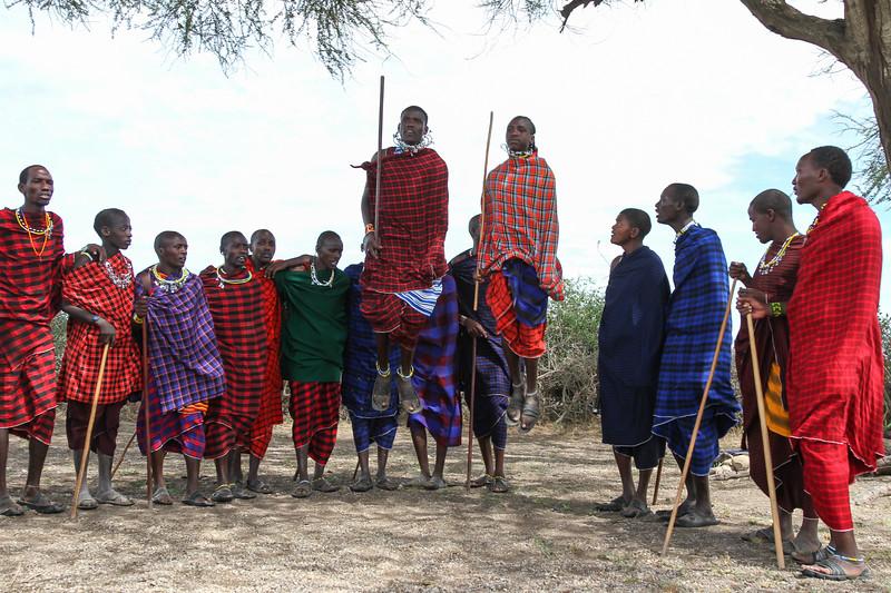Masai men dancing 2 - Serengeti-5351