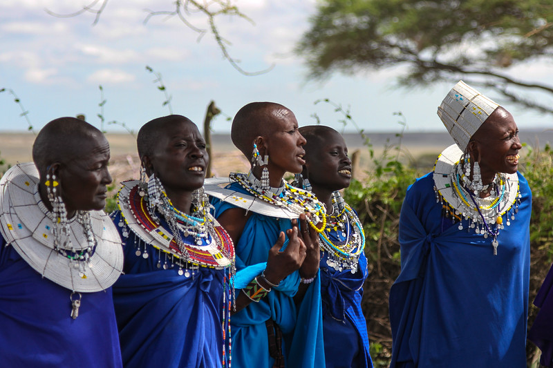 5 Masai women - Serengeti-5366