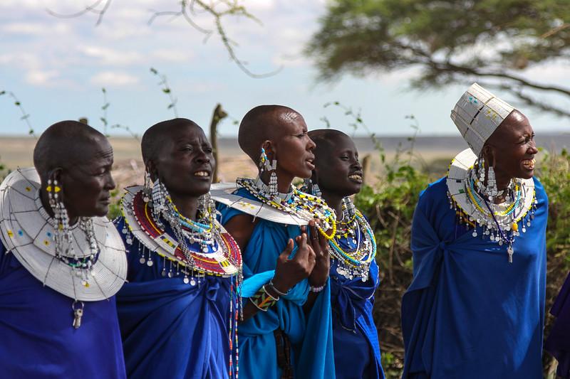 5 Masai women - Serengeti-5366