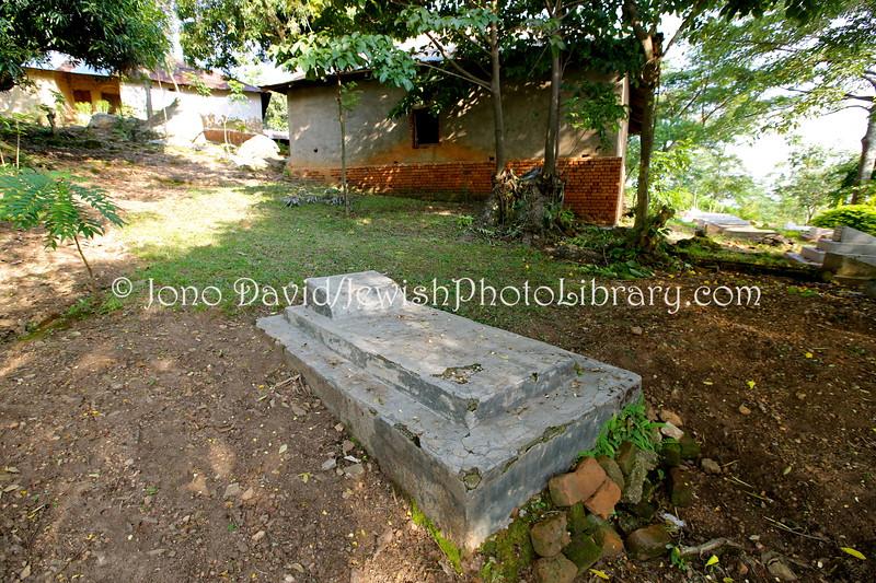 UG 13  Wife's grave