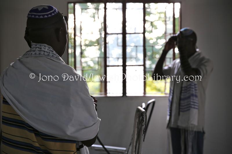 UG 530  Rabin Asiimwe (L) and Samson Nderitu