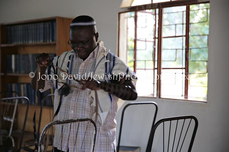 UG 542  Rabbi Gershom Sizomu