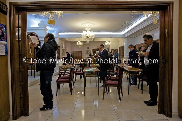 MOROCCO (MA), Casablanca. Ma'ariv (evening service), Beit Knesset Menachem Mendel (Chabad-Lubavitch of Casablanca)  (3.2016)