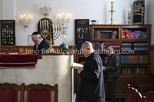 MOROCCO, Casablanca. Afternoon service, Benarrosh Synagogue (3.2015)