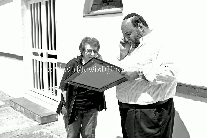 ZA 8117  Rabbi Moshe Silberhaft presenting Eva Goldsmith with award for her community service
