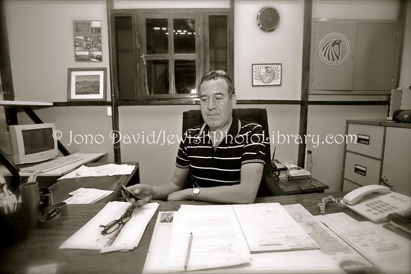 ZW 87  Alec Bernstein, director, Gemsbok Safaris