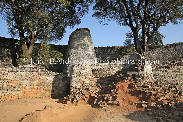 ZIMBABWE, Masvingo. Great Zimbabwe (speculated, but doubtful, built by descendants of a lost tribe of Israel) (8.2012)