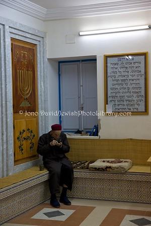 TN 906  Ma'ariv (evening service) Synagogue Trabelsia  Hara Kebira, Djerba, Tunisia