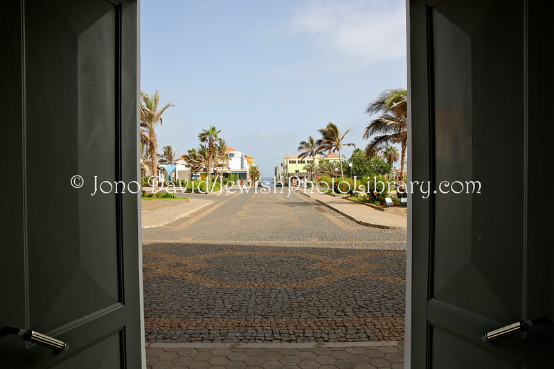 CV 402  View of Rua Direita, the busiest Jewish street, from doors of Town Hall