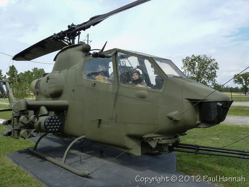 AH-1G Cobra - 2 - P1120098