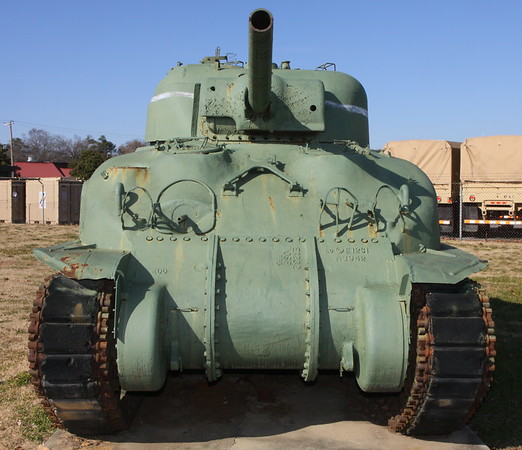 M4A1 front @ 21mm - note the difference between this photo and the following shot @ 33mm.