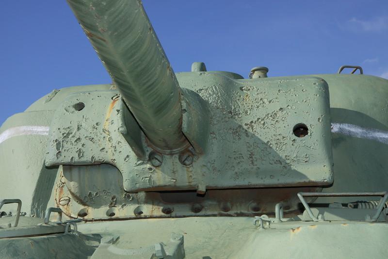 M4A1 gun barrel and mantlet damage detail 1
