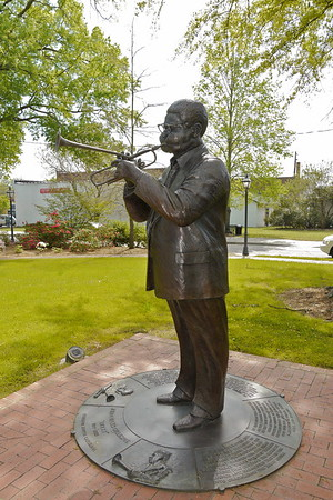 """""""Dizzy"""" Gillespie Statue 3"""