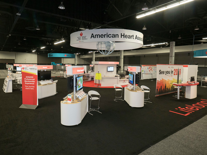 Heaertquarters empty during HeartQuarters booths (multiple pictures)