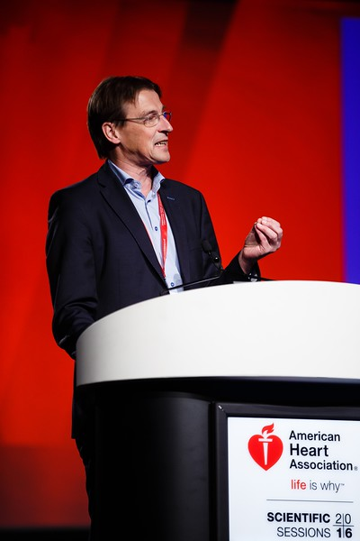 Erik Stroes speaks during science news:CSSR.02 - Precision Medicine on the Front Lines