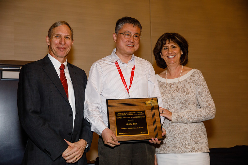 Steve Lentz presents awards during Council Dinner