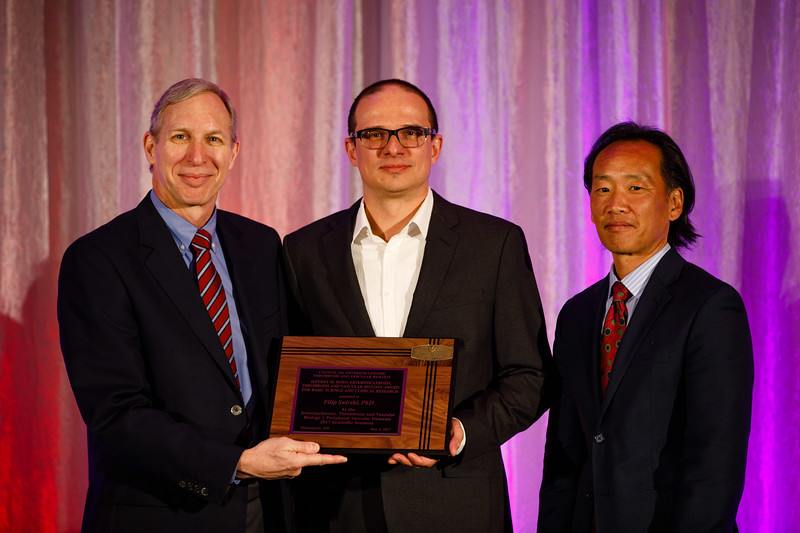 Steven Lentz and Philip S. Tsao present Filip Swirski the Hoeg Award Lecture during the Plenary session