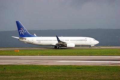 Boeing 737-800 EI-DGZ.
