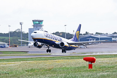 Ryanair B737 EI-DHS departing.