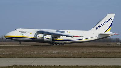 UR-82007
