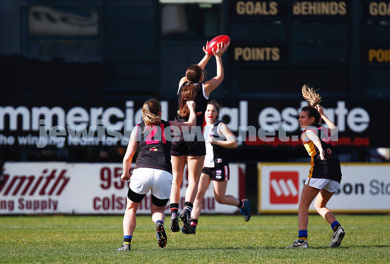 13-8-17. VAFA Women Preliminary Final. AJAX Jackettes were deferated by Old Mentonians 5-6-36 to 5-8-38. Isi Tomas. Photo: Peter Haskin