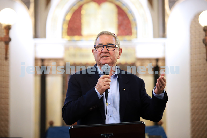 12-1-20. David Smorgon speaking at the Tefillah, Tzedakah and solidarity meeting held at St Kilda Shule for the thousands affected by the bush fires. Photo: Peter Haskin