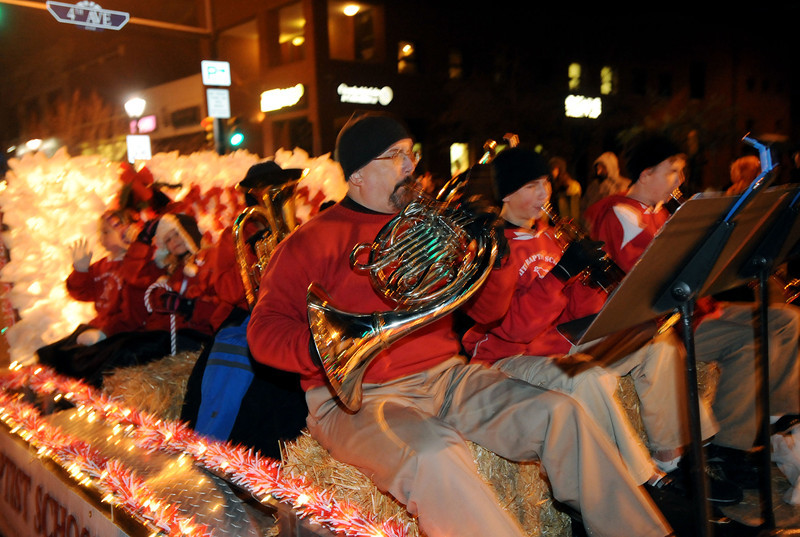 20111210_HOLIDAY_LIGHTS_PARADE_15