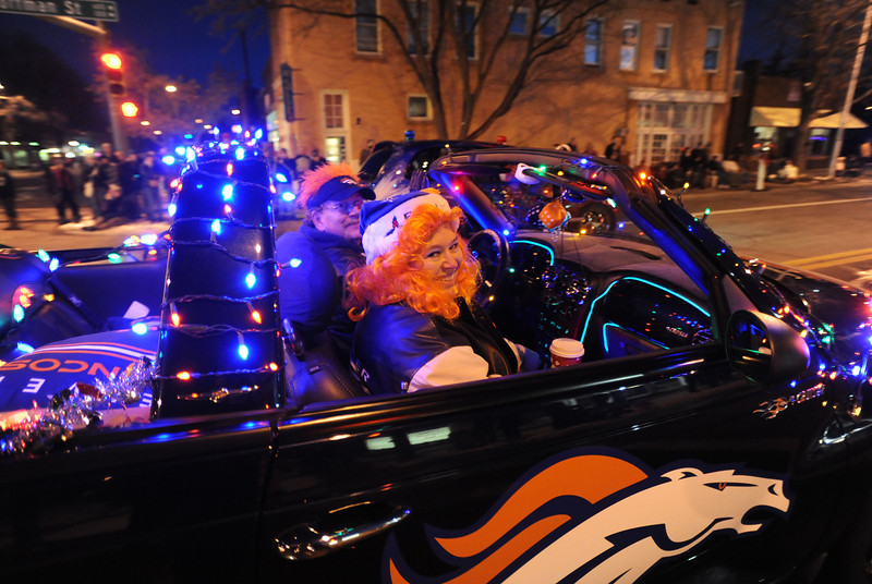 20111210_HOLIDAY_LIGHTS_PARADE_1