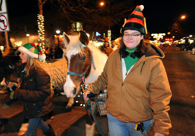 20111210_HOLIDAY_LIGHTS_PARADE_7