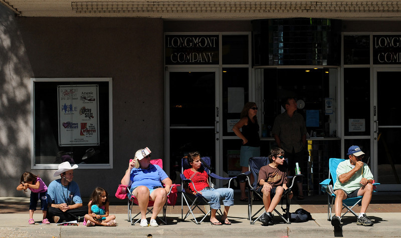 Spectators take in the sights during the Boulder County Fair Parade in Longmont Saturday, July 31, 2010. (Bradley Wakoff/Times-Call)