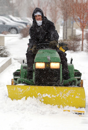 20101230_RMH_WEATHER_SNOW_WINTER_PLOW_GUZMAN